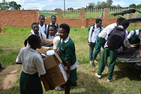 Unloading-Malawi_450