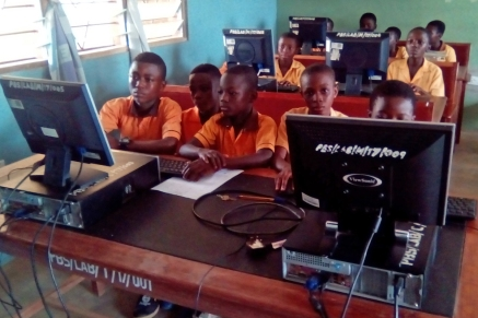 Stuents using computers at Prabon JHS 2018