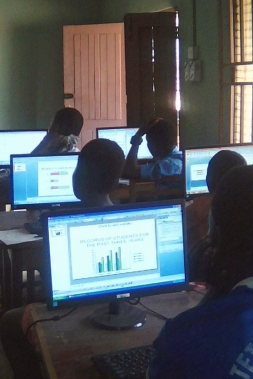 Students at Tetrefu learning data visualisation
