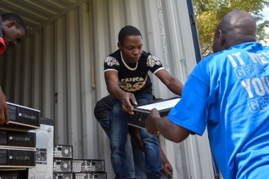 CYD team unloading container